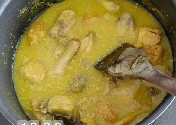 Opor Ayam Telur Tahu