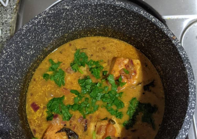 How to Prepare Quick Salmon Curry