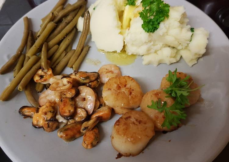Recipe: Perfect My Garlic Butter Scallops and fish medley, green beans & Mash ????