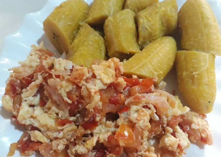 Boiled plantain and egg sauce