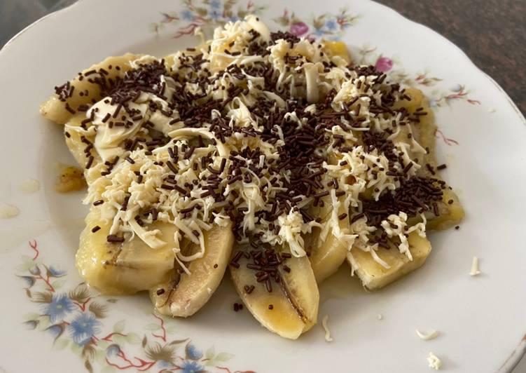 Banana in cheese n cocoa sprinkles