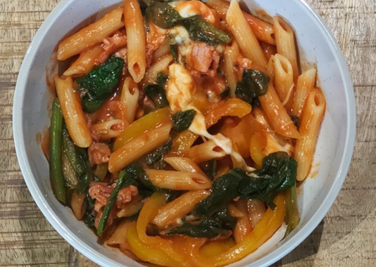 Penne pasta with #seasonsupply spinach, onions and tomatoes