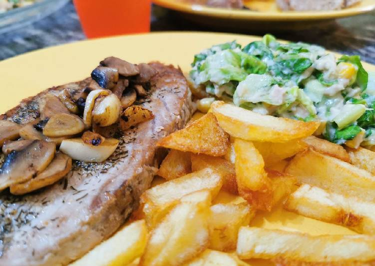 Atún a la plancha con patatas fritas y ensalada verde!!!