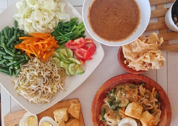 Gado Gado | Indonesian Salad with Peanut Sauce