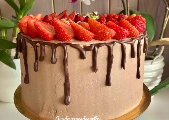 Drip cake chocolat noir fraise