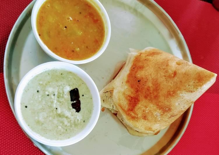 Garlic flavored masala dosa