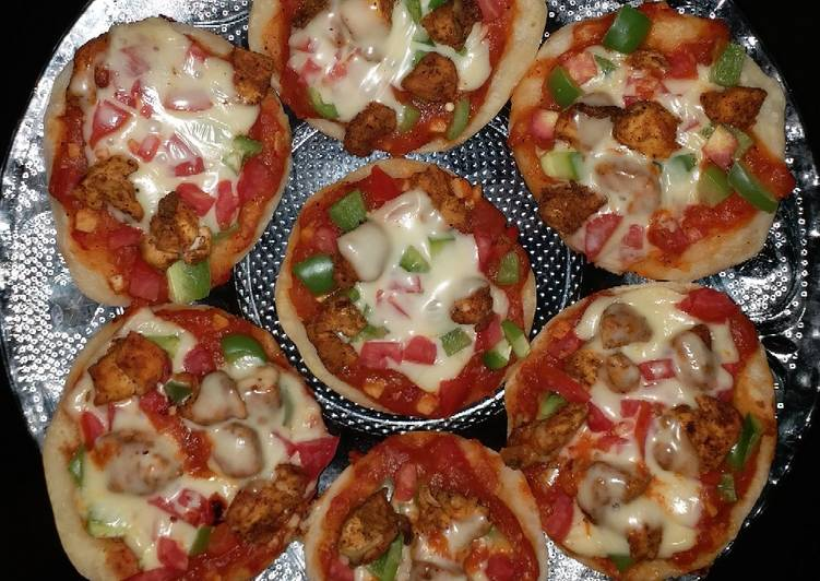 Mini chicken pizza