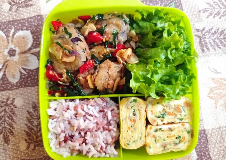 Bekal Sederhana (Terong cabe garam & telur gulung) - cookandrecipe.com