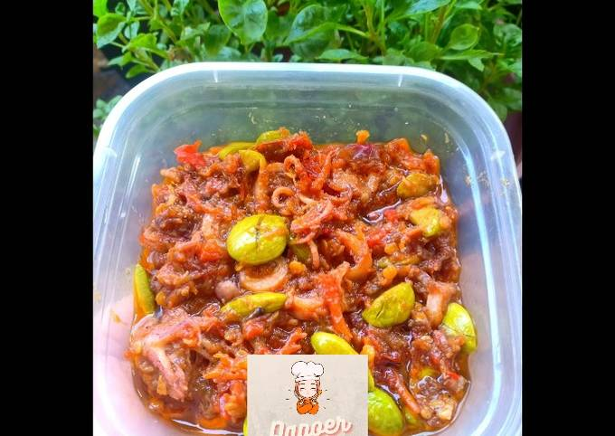Sambal goreng cumi with pete 🌿 - projectfootsteps.org