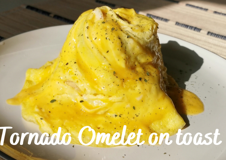 Tornado Omelet on Toast (Swirl omelet)