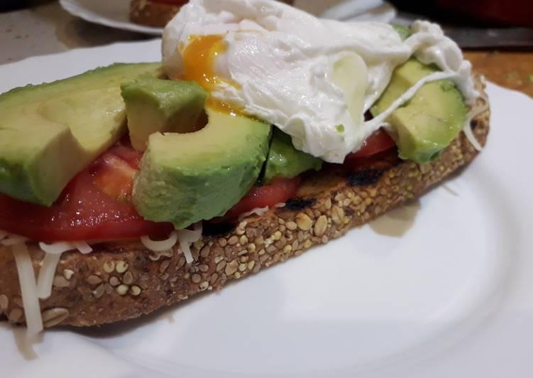 Tostada con aguacate para desayunar, merendar, cenar
