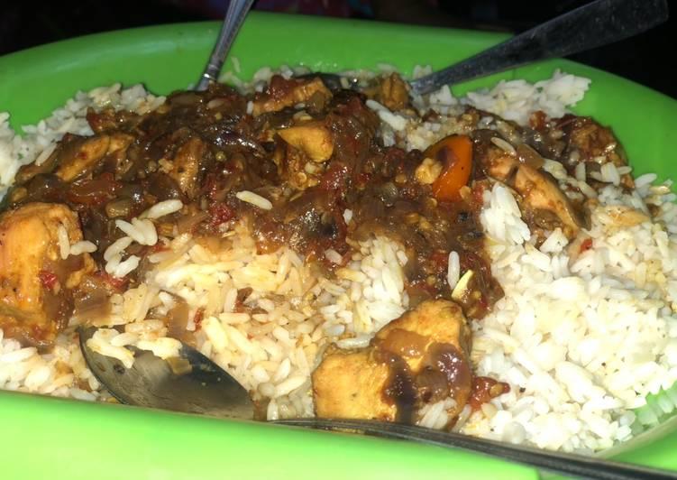 White rice with chicken breast stew