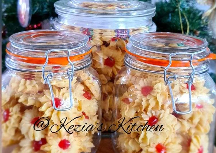 Recipe: Tasty Kue Sumprit Mawar Issy (Shaped Cookies with Cherry on Top)