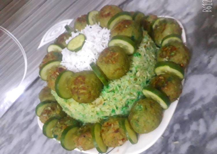 Recipe of Quick Green biryani with kofta cake🍽