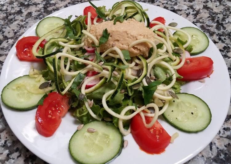 Salade maraîchère et houmous