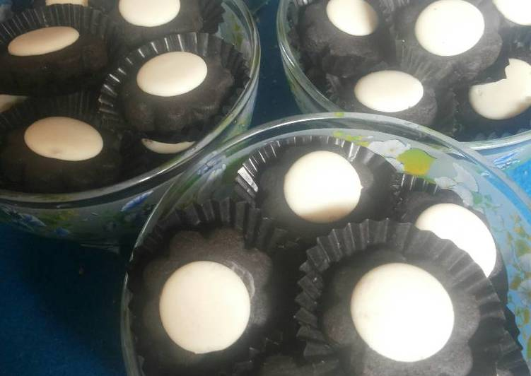 Black and White Fulla Cookies