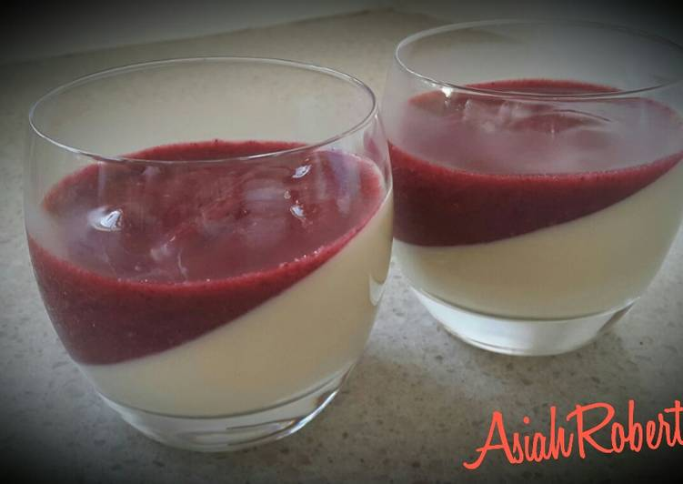 Panna cotta with mixed berries sauce