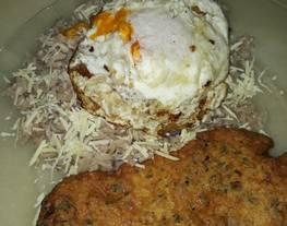 Milanesas de pollo con arroz frito gustoso y huevo frito ?