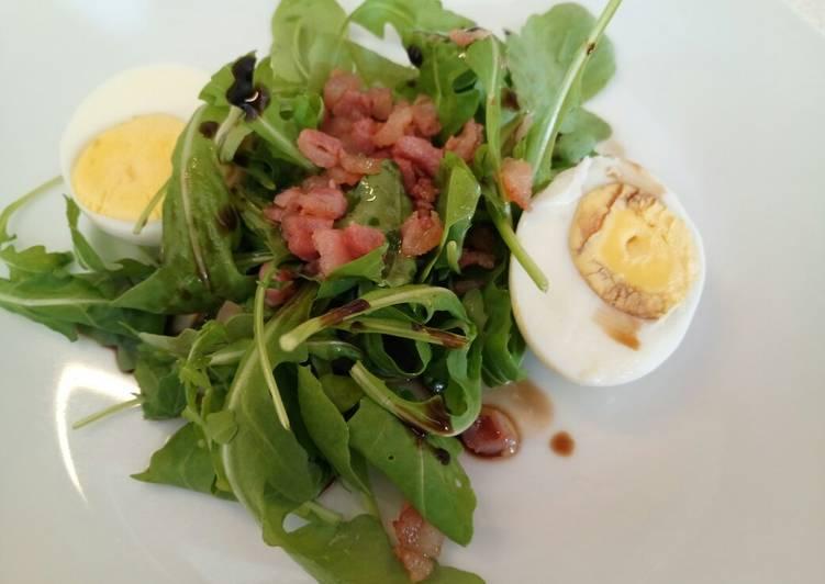 Rocket, egg and pancetta salad