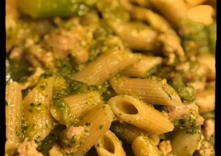 Penne di kamut con broccoli e pollo al curry