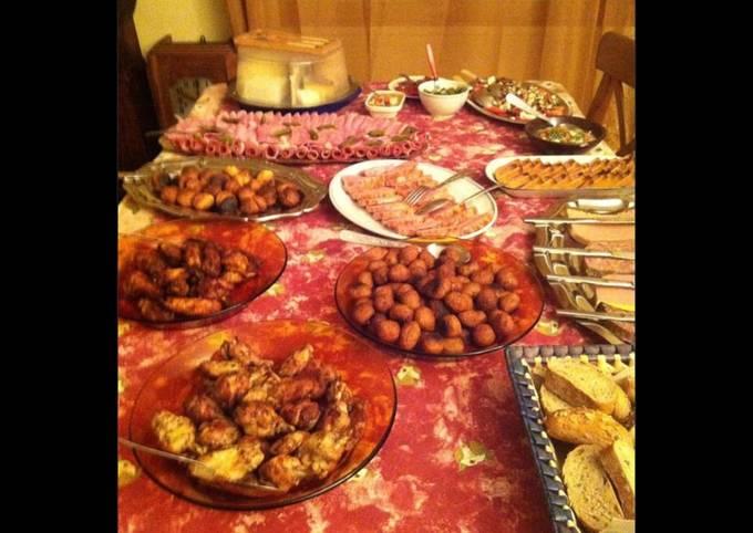 Buffet dînatoire : bouchées au fromage porc au caramel wings de poulet salade de lentilles.