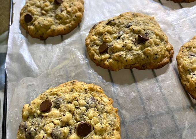 How to Prepare Yummy Chewy Oatmeal Chocolate Chip Cookies with Chia Seeds