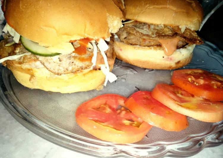Recipe: Succulent Chicken burger with fusion sauce