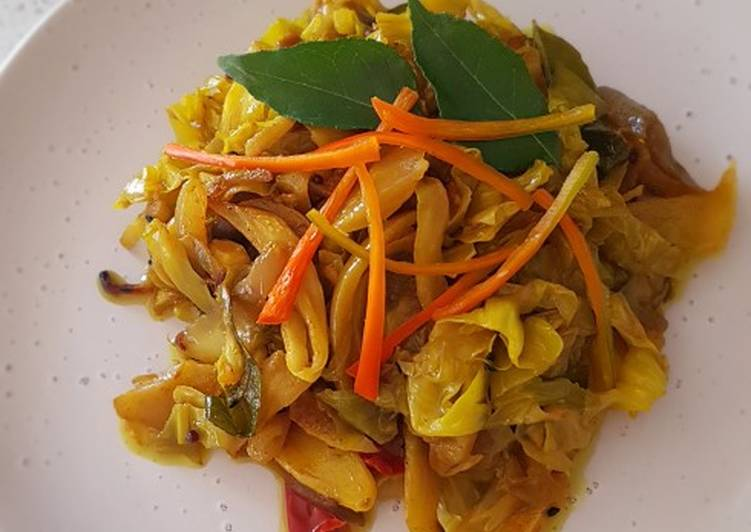 Malaysian Indian Stir Fry Cabbage Recipe By Pinkblanket S Tiny Kitchen Cookpad