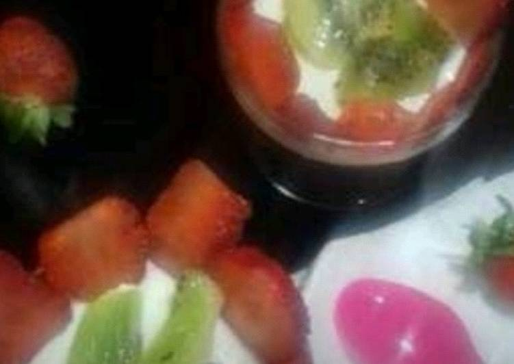 Strawberry and kiwi panna cotta