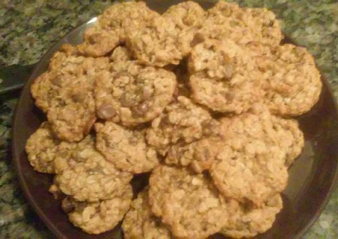 How to Make Good Apricot and Chocolate Oatmeal Cookies