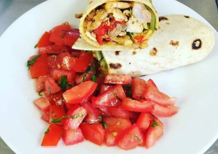 Resep Tortilla chicken wrap with tomato salad Paling Mudah
