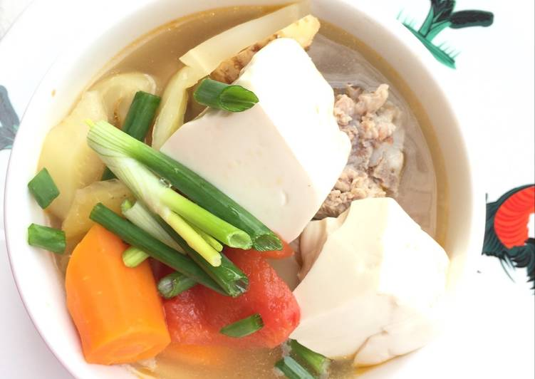 Salted Mustard Green And Tofu Pork Soup