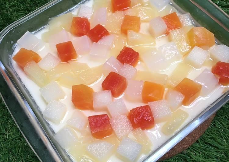 Puding susu fruit cocktail