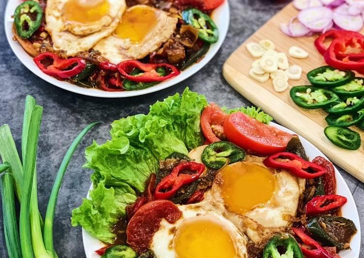 Telur Ceplok Masak Kecap (Sunny Side Up Eggs with Sweet Soy Sauce)