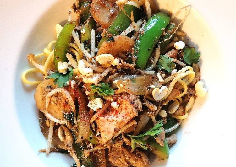 Shredded chicken with black bean and veg noodles