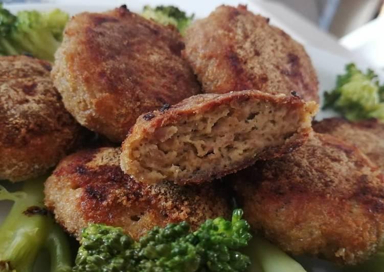 Polpette con carne e broccolo crudo.