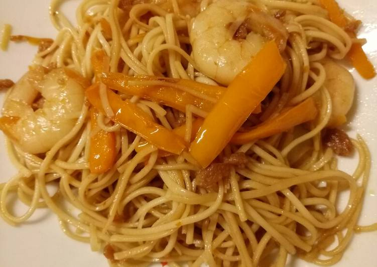 Prawn, veg and noodle stir fry