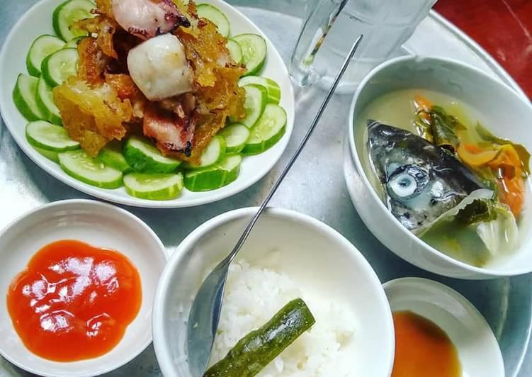Mực chiên bột + Canh chua đầu cá hồi