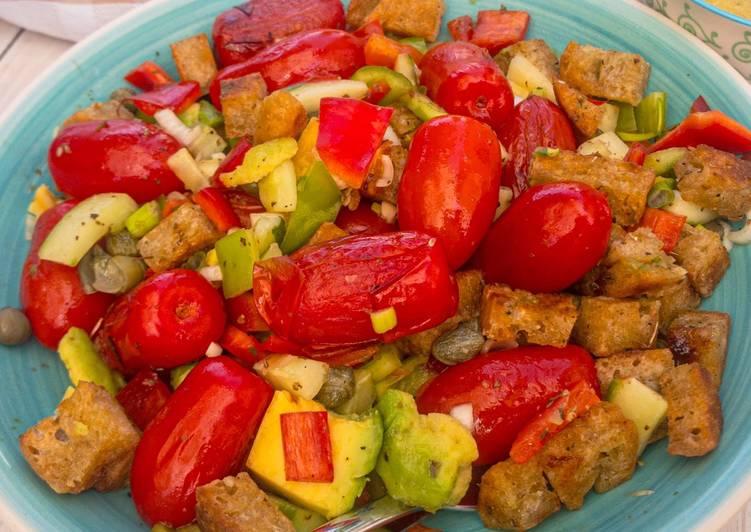 Recipe: Yummy Panzanella - italienischer Brotsalat mit sautierten Tomaten