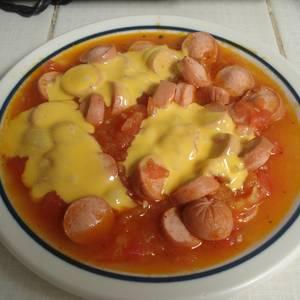 Salchichas con tomate en microondas
