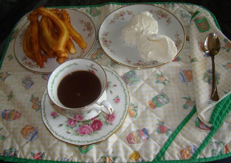 Churros con chocolate y nata
