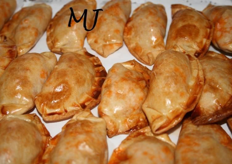 Empanadas de pavo en salsa boloñesa