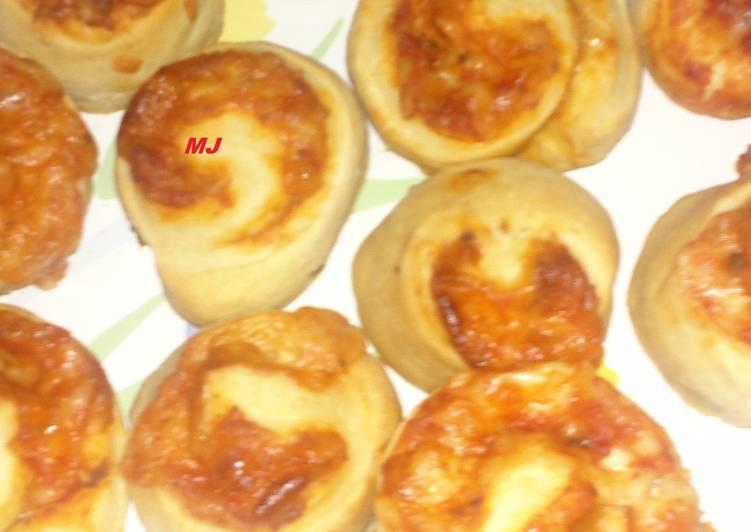 Puttanesca cheese rolls (Rollos de pizza rellena)