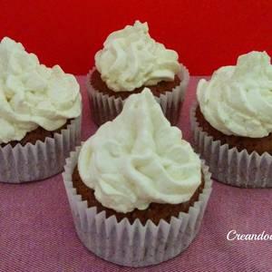 Cupcake de chocolate y ganaché de chocolate blanco