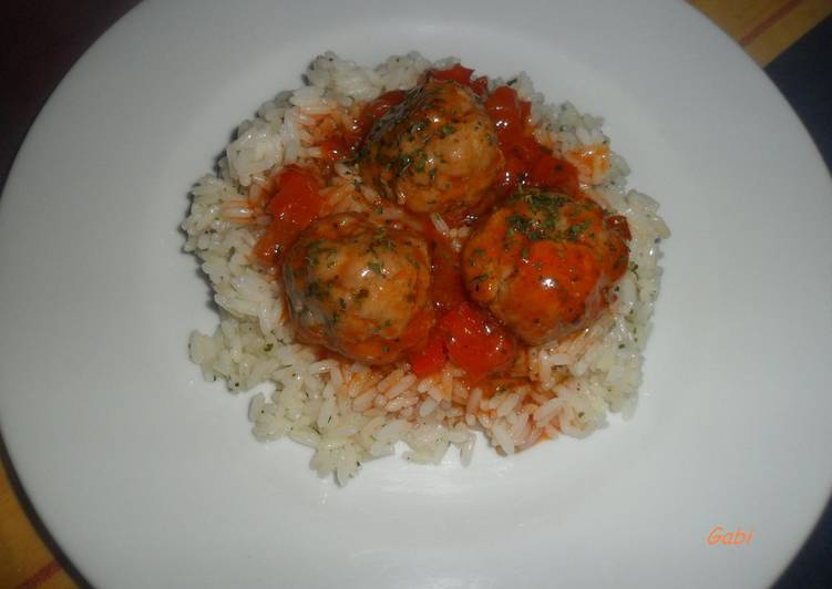 Arroz Con Albóndigas En Salsa De Tomate Receta De Gabriela