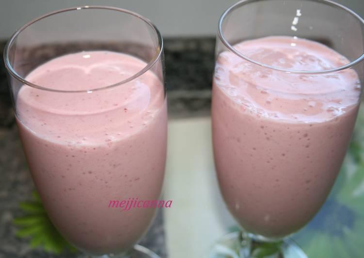 jugo de leche con platano y fresa