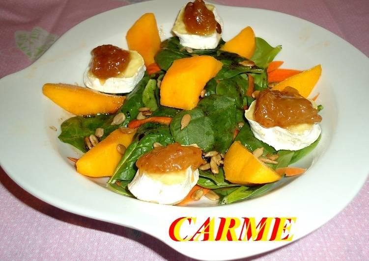 Ensalada de espinacas con queso gratinado y fruta
