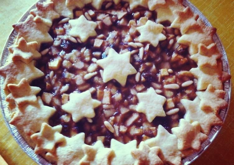 Crostata de fruta, pasas y piñones