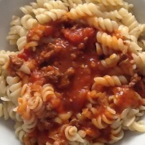 Fusilli con salsa bolognesa