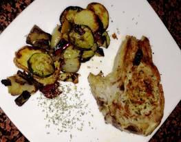 Chuleta de cerdo con verduras al horno